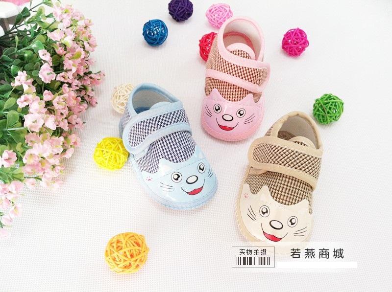 รองเท้าเด็กเล็กลายแมวน้อย