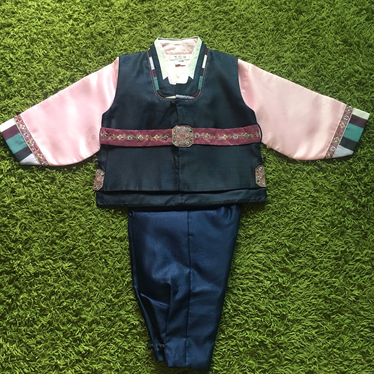 Hanbok Boy ฮันบกผ้าไหมสีกรมท่า สำหรับเด็กชาย 7ขวบ