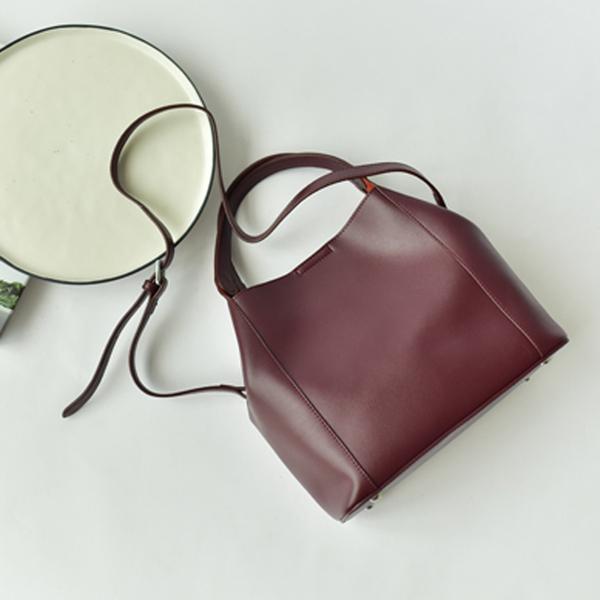 กระเป๋าหนังวัว Verika Red (36x27x23cm)