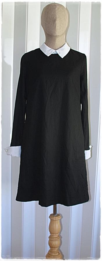 Sold เดรสสั้น แขนยาว ซิปหลัง สีดำ คอปก แขนปลายแขนเสื้อ สีขาว