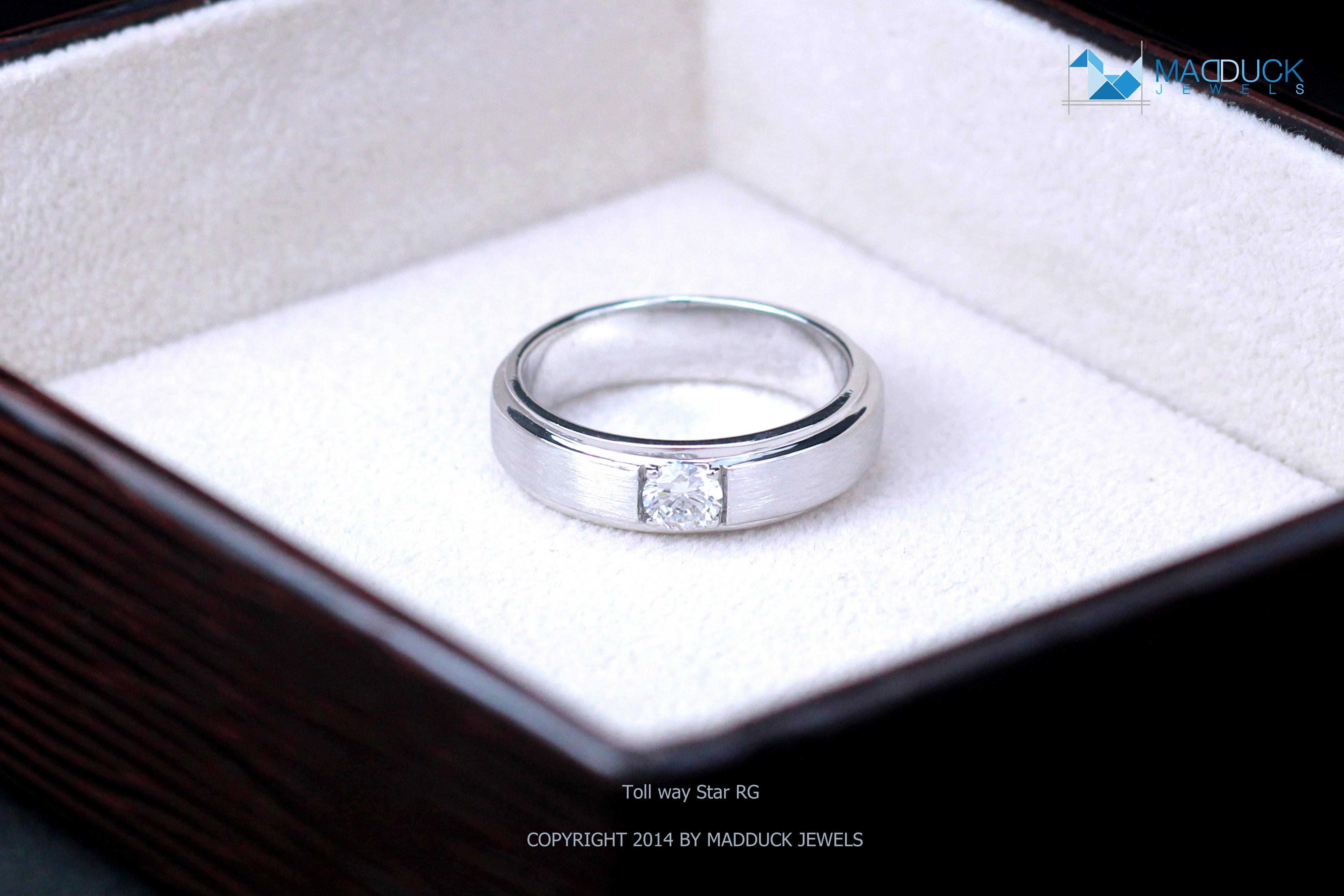 แหวนเงินแท้ เพชรสังเคราะห์ ชุบทองคำขาว รุ่น RG1418 Tollway Star B