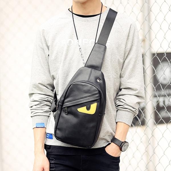 พร้อมส่ง กระเป๋าผู้ชายคาดอกแฟชั่นเกาหลี ใส่ ipad 7.9 นิ้ว Messenger แต่งตามอนสเตอร์ รหัส Man-8694 สีดำ
