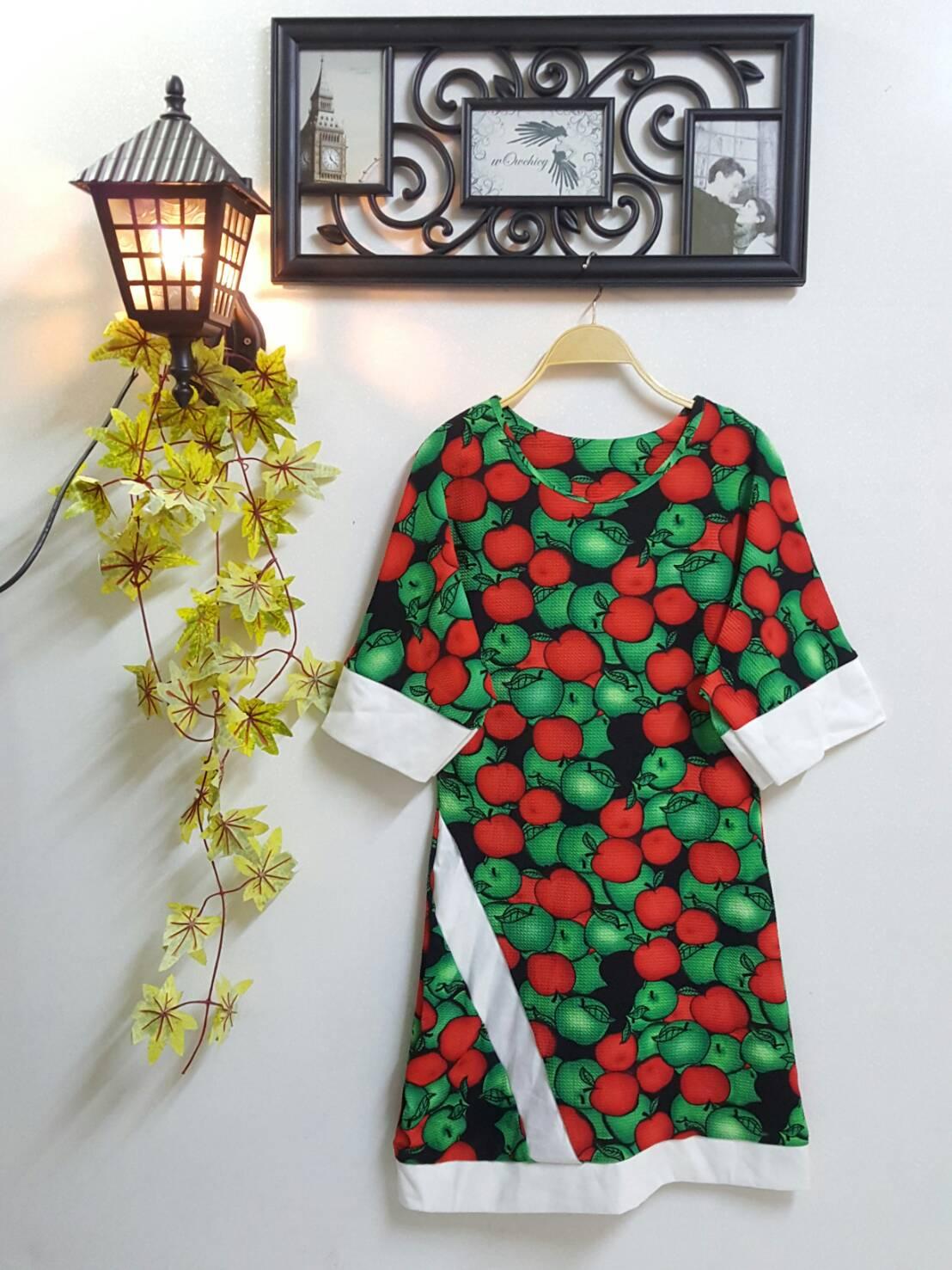 wOw Dress : ชุดเดรสสาวอวบทรงใหญ่ ผ้าทอหนังไก่ ลายผลไม้ ดีไซน์กุ๊นผ้าคอตต้อนสีขาวที่ปลายแขน ชายเดรส และป้ายด้านหน้า ผ้าเนื้อนุ่มยืดหยุ่นเยอะใส่สบายค่ะ สีสันสดใสรับสงกรานต์ค่ะ