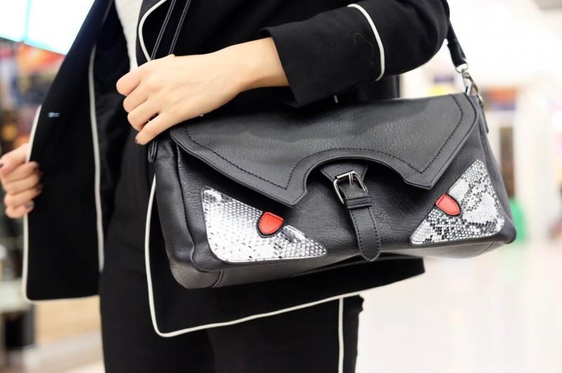 กระเป๋าคลัทช์ กระเป๋าถือ ถือเป็นครัชก็เท่ห์ สะพายยาวก็เกร๋ [สีดำ ]