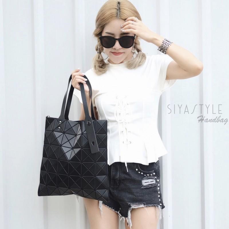กระเป๋าสะพายแฟชั่น กระเป๋าสะพายข้างผู้หญิง Bao Bao 6x6 logo [สีดำ]