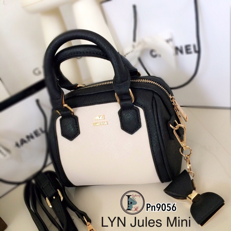 กระเป๋าสะพายแฟชั่น กระเป๋าสะพายข้างผู้หญิง Lyn Jules Mini ติดอะไหล่ทองเหลือง งานTop Mirror [สีดำ ]