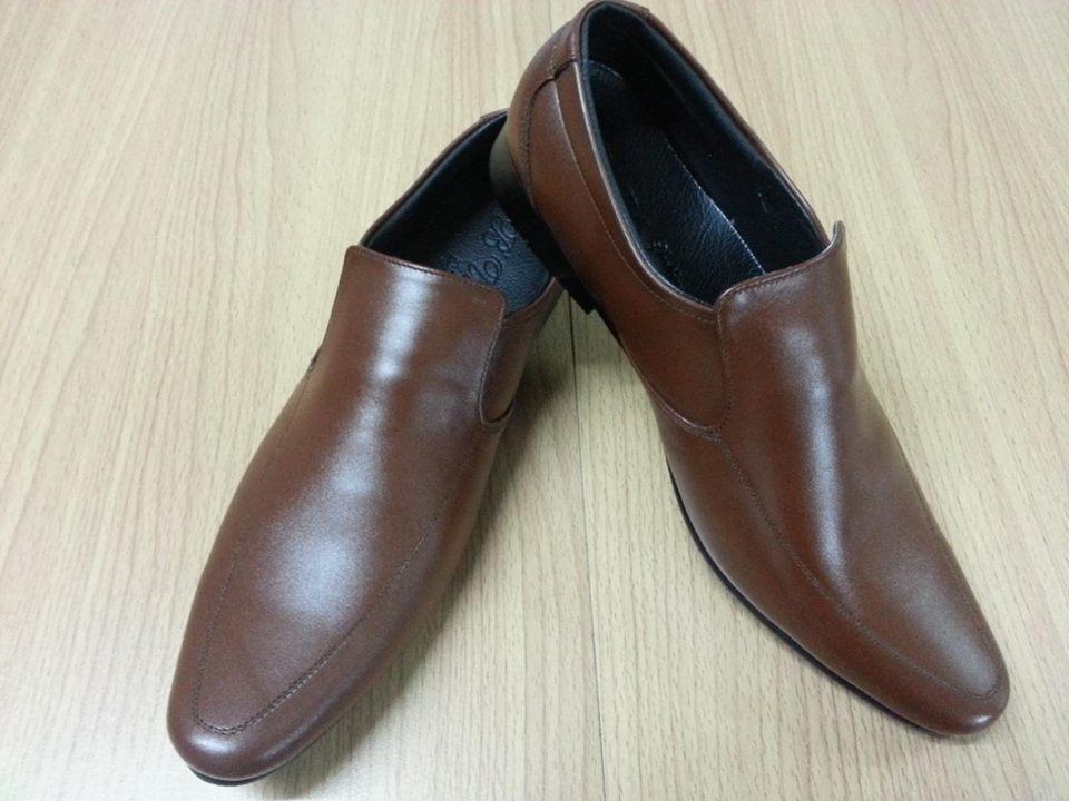 รองเท้าหนังแท้ผู้ชาย-หญิง หัวแหลม หนังสีน้ำตาล แบบไม่ผูกเชือก ไซส์ 36-47