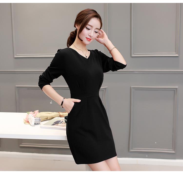 เดรสสีดำ ผ้าอย่างดีน้ำหนักดีมากกก แนะนำเลยจ้าาา ทรงทิ้งตัวใส่แล้วทรงสวยเลยค่ะ มีกระเป๋าด้านข้าง 2 ข้าง ซิปหลัง