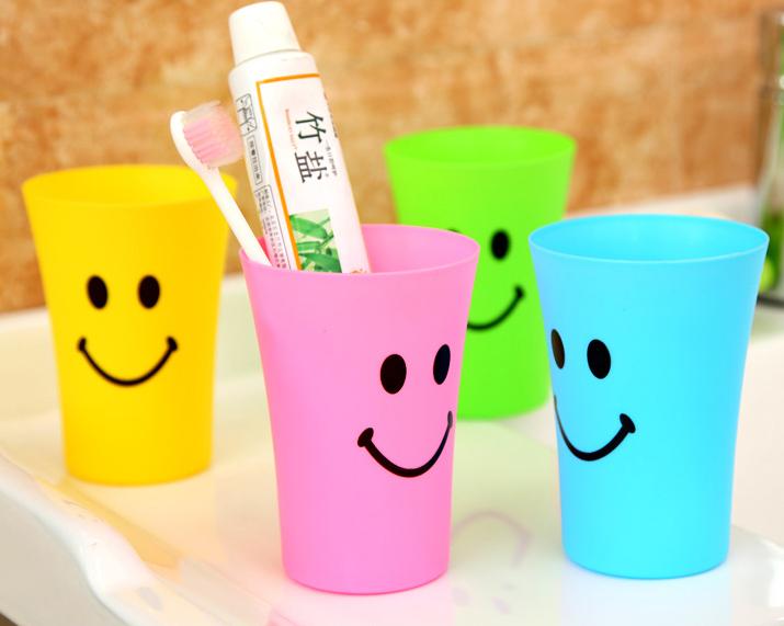 แก้วพลาสติกหน้าอมยิ้ม