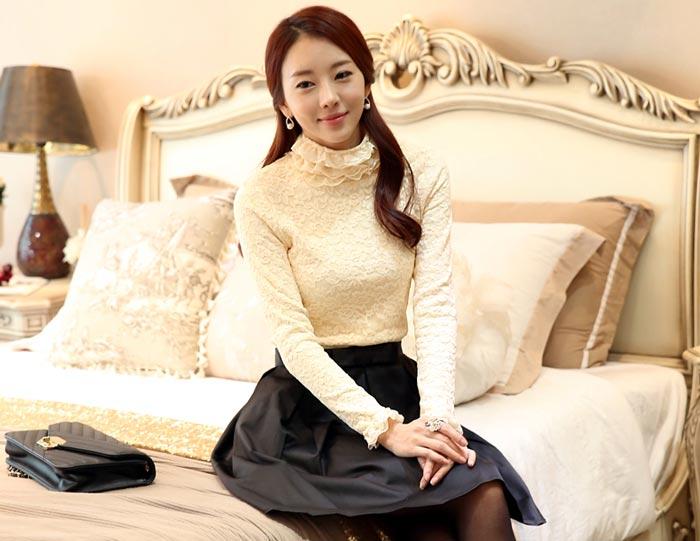 เสื้อลูกไม้สวยๆ แฟชั่นเกาหลี มีสีครีม แต่งคอสวยหรู ชุดผ้าลายลูกไม้ใส่ออกงาน เสื้อลูกไม้ ส่งฟรี EMS ส่งฟรี EMS แขนยาว คอปิดชั้นลูกไม้ มีซับในกำมะหยี่นุ่ม แมทซ์ชุดออกงานได้หลายโอกาส ใส่ออกงานแต่ง ใส่ทำงาน ไม่เชย