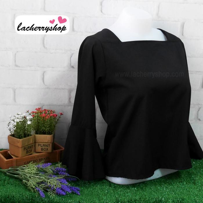 เสื้อผ้าแฟชั่น เสื้อทำงานสีดำ คอปาด แขนกระดิ่ง แบบสวยเรียบหรู ใส่ได้ทุกโอกาส คุณภาพดี ราคาไม่แพง
