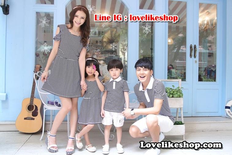 พ่อแม่ลูกชาย เซต3ตัว เสื้อคู่รัก ชายเสื้อคอปก + เดรสแขนสั้นเว้าไหล่ จั้มเอว แต่งลายดำขาว +เด็กชายเสื้อคอปก+พร้อมส่ง+