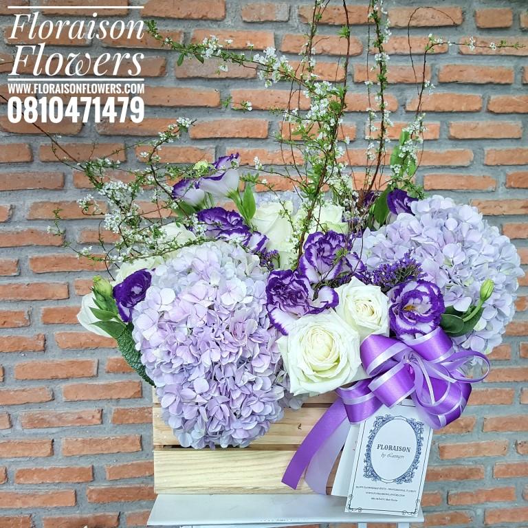 กล่องดอกไม้วันเกิด โทนสีม่วงพาสเทล (L)