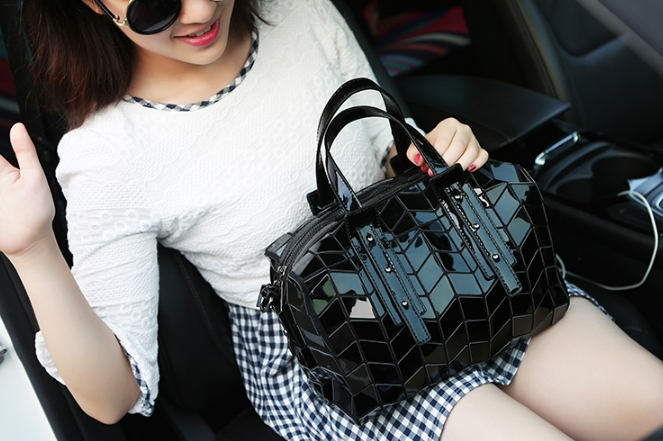 กระเป๋าสะพายข้างผู้หญิงสีดำเงา Fashion Lady ฺBlack