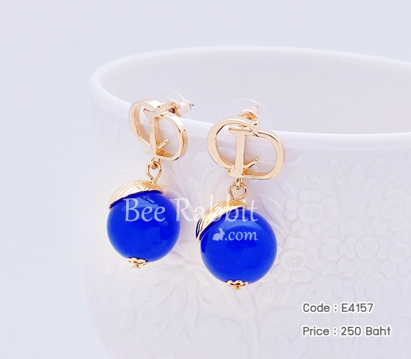ต่างหู Dior สีทอง ตุ้งติ้งมุกสีน้ำเงิน