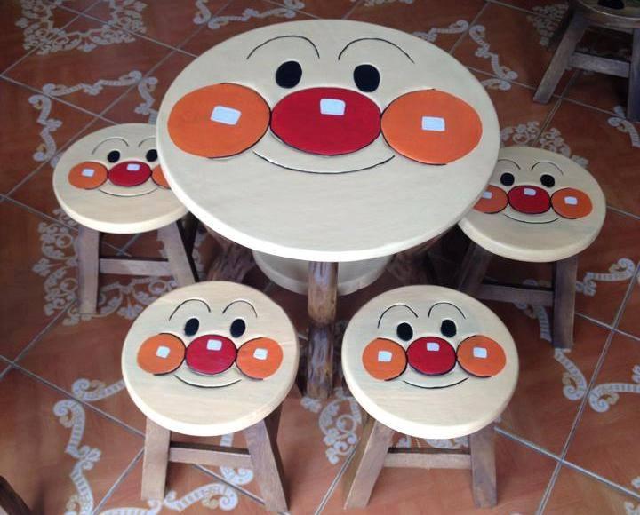 ลายอันปัง รุ่นไม่มีพนักพิง โต๊ะ ขนาด 18*20 นิ้ว จำนวน 1 ตัว เก้าอี้ ขนาด 10*10 นิ้ว จำนวน 4 ตัว ผลิตจากไม้จามจุรีแท้ ไม่ใช่ไม้อัด รับน้ำหนักได้ถึง 70 กก.