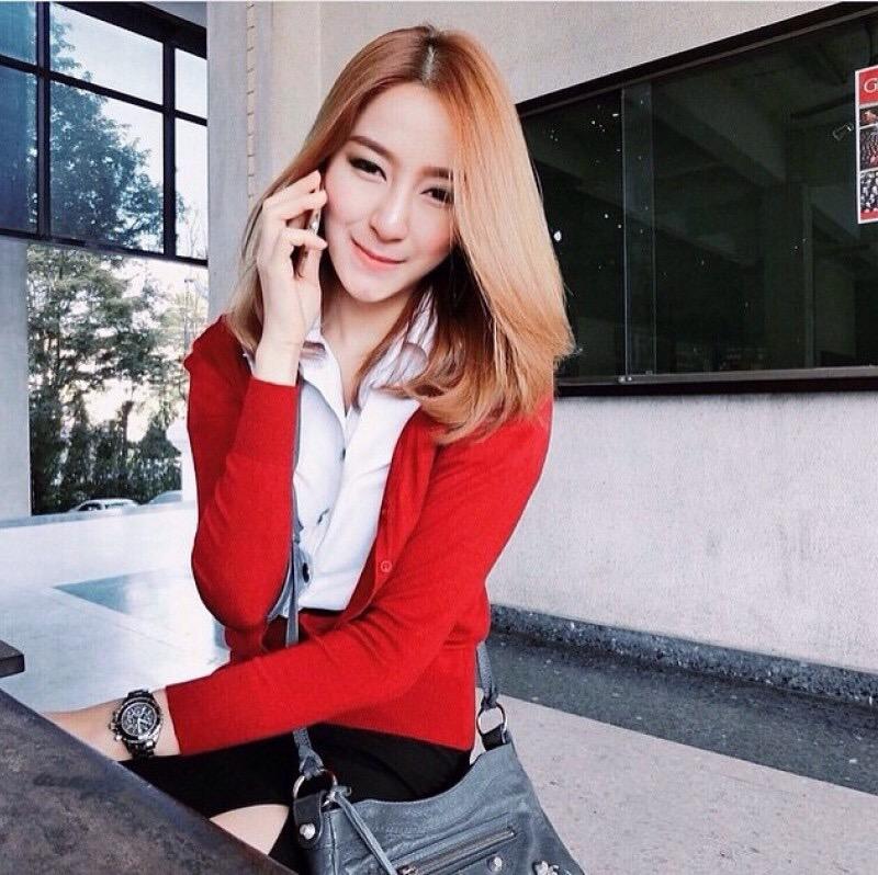 """Zara Big size- เสื้อคลุมแขนยาวZara สีแดงสด ผ้านิ่มมากกก อันนี้ นำเสนอ จ้า สวยใส่สบาย อก 34-36"""" ยาว 26"""" (เสื้อคลุมพร้อมส่ง)"""