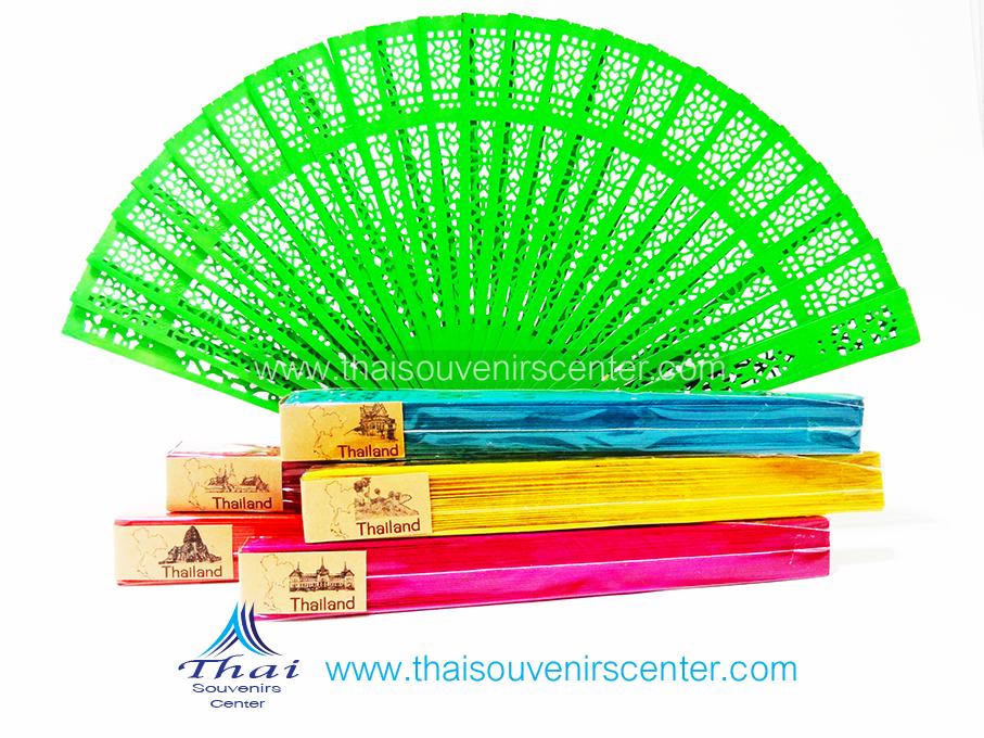 ของที่ระลึกไทย พัดหอม พัดไม้ฉลุ (แพ็ค 6 ชิ้น)