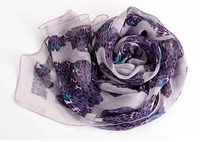 ผ้าพันคอผ้าPolyester+ผ้าไหม ลายลูกไม้เสือดาวสีม่วง ( รหัส P55 )