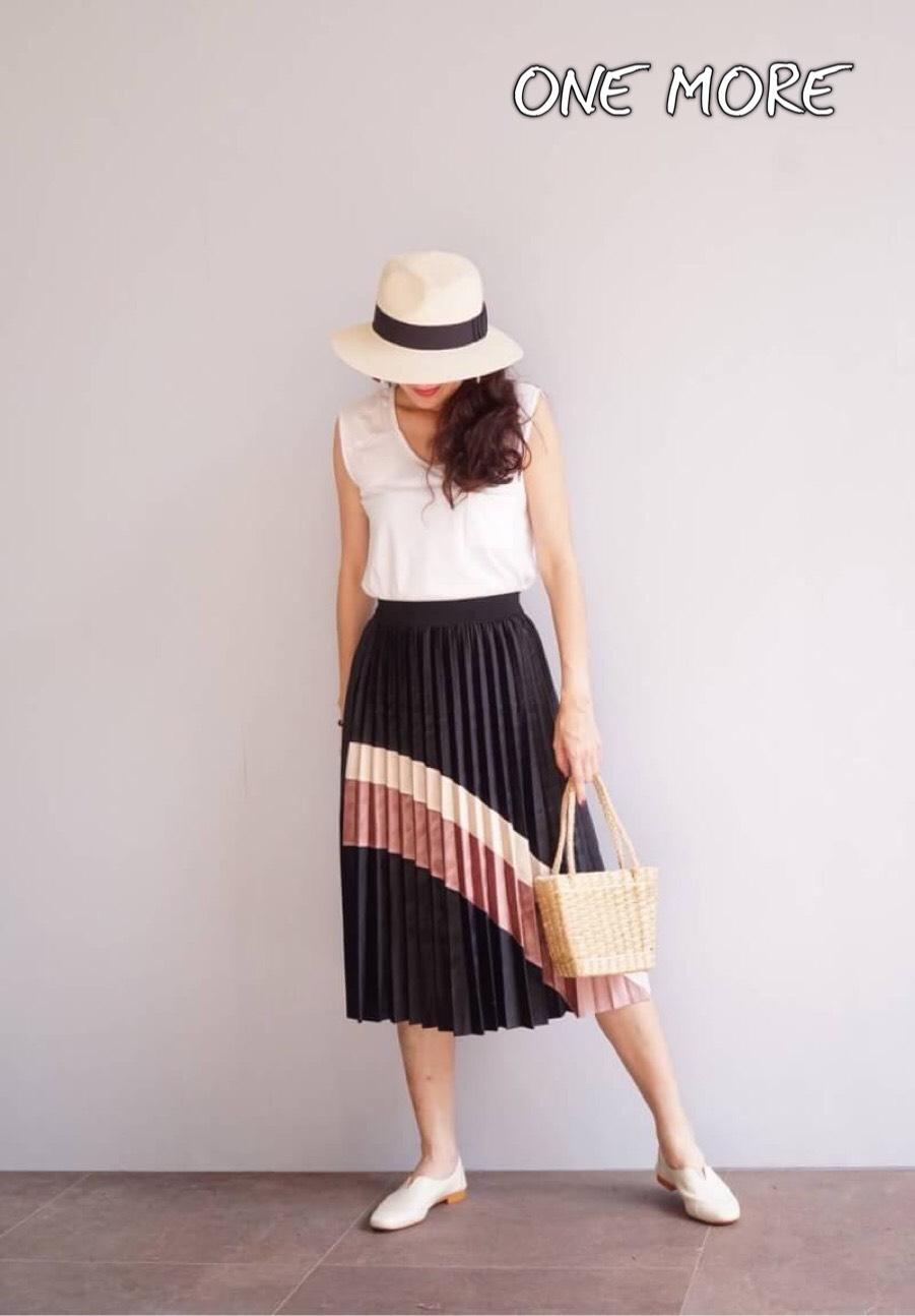 กางเกงแฟชั่น กระโปรงผ้ากำมหยี่อัดพรีททั้งตัว ด้านหน้าแต่งแถบสลับสี