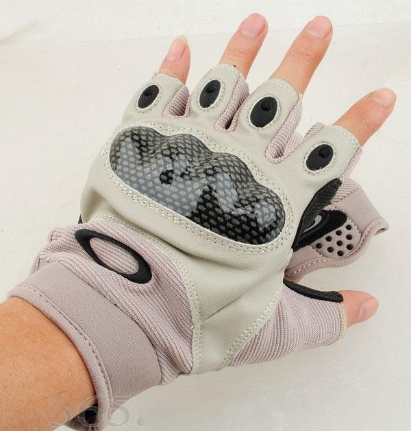 ถุงมือครึ่งนิ้ว Oakley Carbon