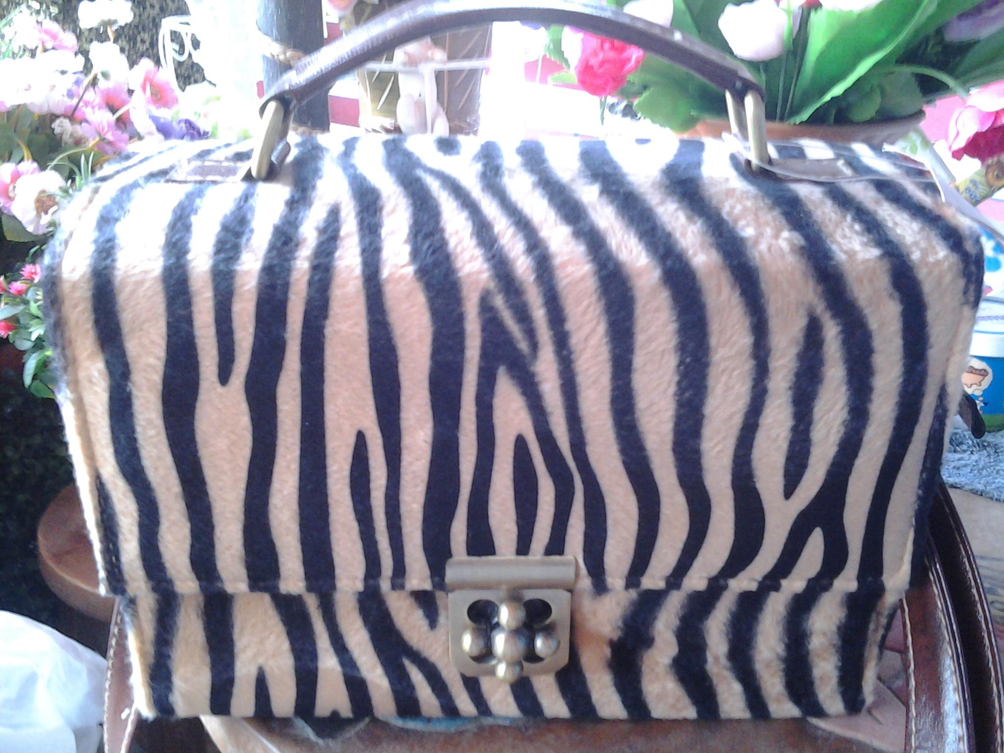 กระเป๋าลายเสือ ทรงกล่อง