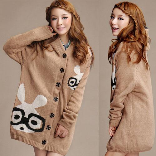 ++สินค้าพร้อมส่งค่ะ++เสื้อ coat เกาหลี สไตล์ cardigan ตัวยาว แขนยาว มี hood ซับในด้วยขนนิ่มอุ่นมากๆ ค่ะ ทอรูปกระต่ายด้านหน้า เก๋ – สีKhaki